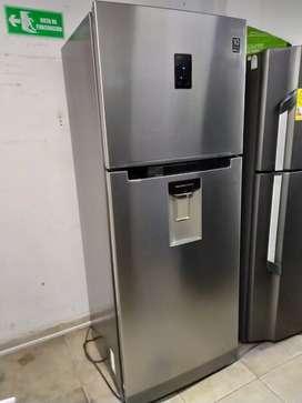 Hoy en venta Nevera Samsung 387 litros con fabricador de hielo