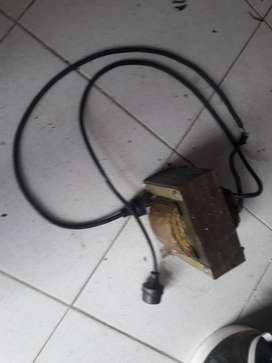 Elevador de voltaje  de 110v a220v