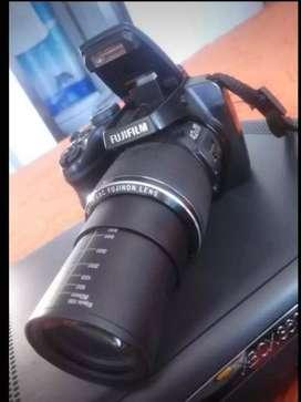 Cámara profesional Fujifilm FinePix s 8300