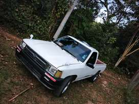 Vendo toyota hilux 5,300 negociable