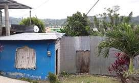 Terreno en venta y una pequeña casa