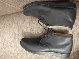 Vendo zapatos de cuero abotinados