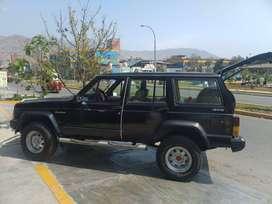 Camioneta Jeep Cherokee XJ 4x4 Comandant