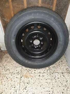 Vendo neumático con llanta