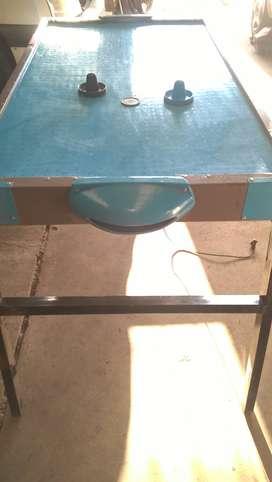 Mesa de tejo en excelente estado prácticamente sin uso