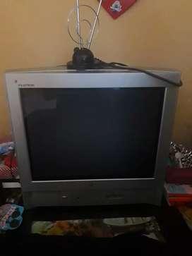 Televisor de 21 pulgadas  con antena