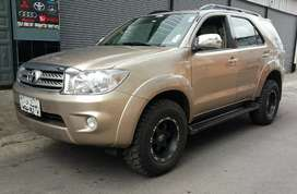TOYOTA FORTUNER 2.7 AUTOMÁTICO 4X4 FULL EQUIPO