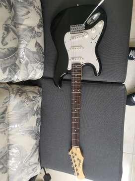 Guitarra eléctrica Stagg S300 + Estuche + Amplificador Academy Standard 15