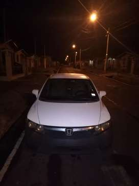Se vende o intercambia Civic MANUAL 90,000 kilómetros