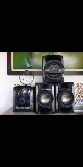 Se vende equipo de sonido en optimas condiciones