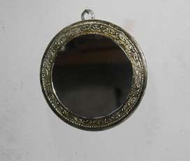 Espejo con borde decorado, 14,7 cm de diámetro, 120