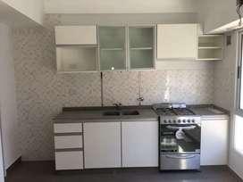 Alacenas de cocina con marmol bacha y grifería