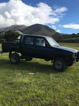 Vendo camioneta Toyota Hilux 4x4 motor 4Y