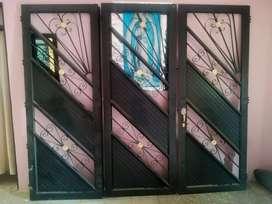 Se vende portón de color negro para garaje en excelente estado, sin colocar (NUEVO) en la ciudad de Popayán