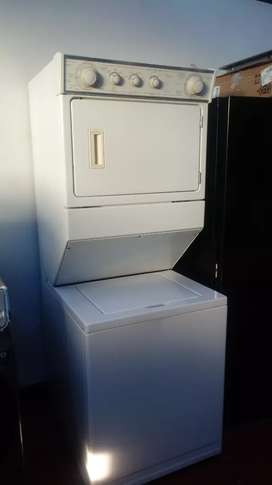 Venta. De torre lavadora secadora. Marca.  Whirlpool. Un año de garantia