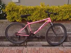 Bicicleta todo terreno color rosa