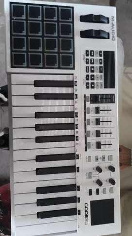 CONTROLADOR MIDI  M-AUDIO CODE 20