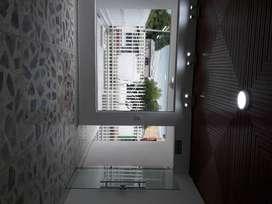 Elegante puerta de vidrio en buen estado.