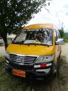 Furgoneta escolar e institucional 17 pasajeros, con puesto en la ciudad de  Guayaquil ,