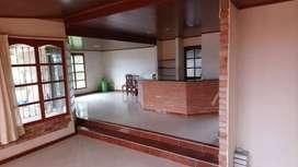 Casa Quinta de 2 pisos con garaje