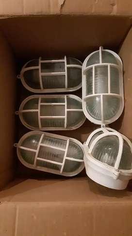 Vendo tortugas de PVC para patio blanco