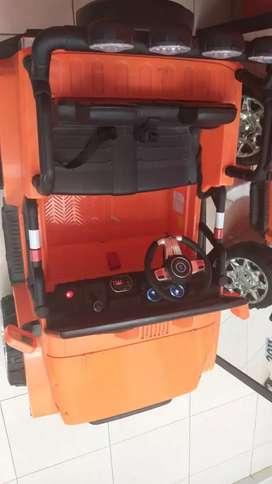 Carro de bateria con control remoto sin casi uso