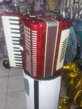 Vendo acordeon de tecla 48 bajos
