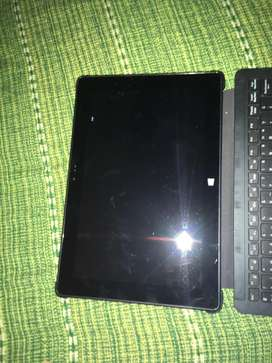 Tablet con teclado, cargador y funda
