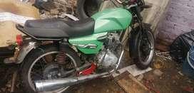 Se vende o cambio moto akt ak 125