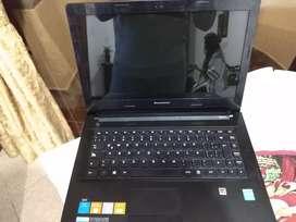Laptop Lenovo en buenas condiciones. (NEGOCIABLE)