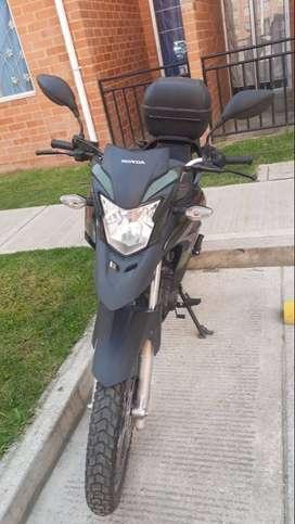 Vendo moto honda XRE190