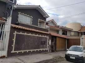 En venta casa ¡de oportunidad! amplia y comoda, Ubicada en el sector Totoracocha cerca al colegio Herlinda Toral
