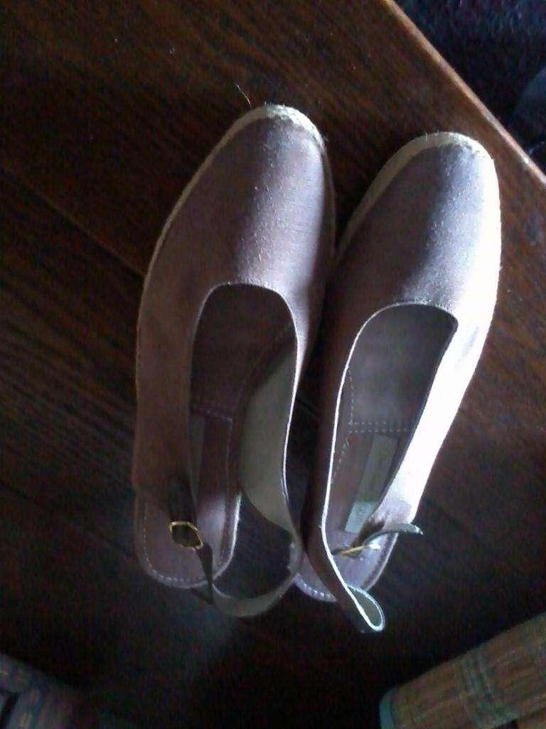 Zapatos yute y goma