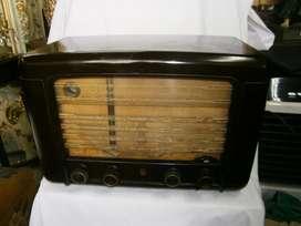 RADIO MARCA PHILIPS FUNCIONAL EN BAQUELITA CAFE ,FUNCIONAL