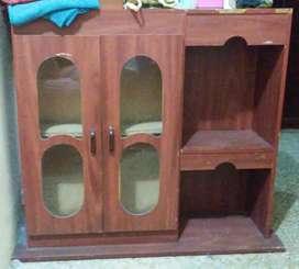 Vendo mueble con 2 estantes y 2 puertas