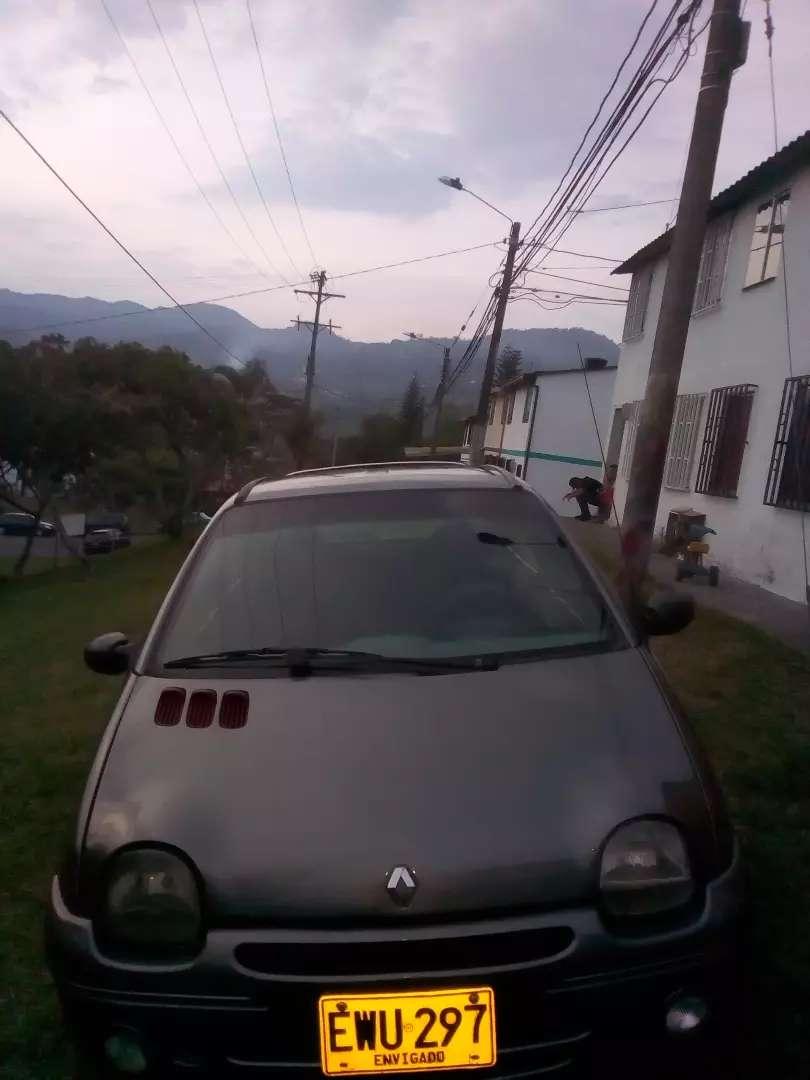 Se vende carro Renault Twingo modelo 2001 en muy buen estado 0