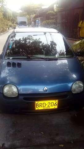 Se vende carro twingo modelo 2005 papeles día.