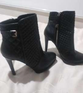 Se venden lindos zapatos Zara 100% cuero excelente estado