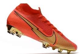 Botín guayos Nike mercurial cr7 rojos