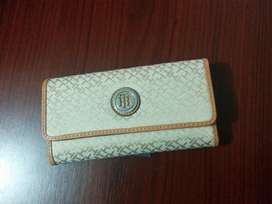 Billetera Tommy Hilfiger color Crema