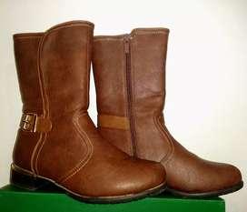 Botas marrones símil cuero marrón