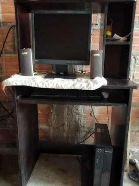 Computador lenovo pc de escritorio con mesa