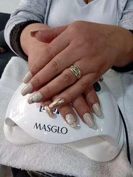 Se requiere urgente manicurista