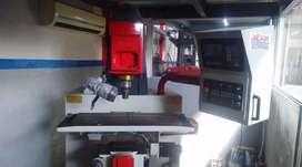 Fresadora CNC AMERICANA MARCA BRIDGEPORT INTERAT 1
