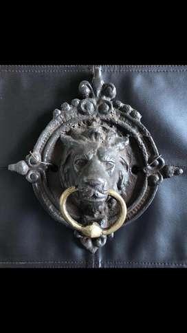 Golpeador en bronce