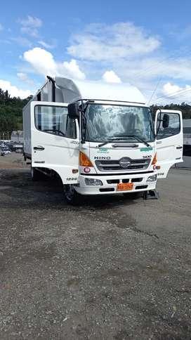 Se vende camion hIno GD TIPO FURGON CON RANPA HIDRAULICA y una plataforma 3 ejes mrca renpoz