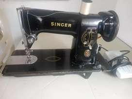Se vende maquina de coser Singer Americana. Ref: 191L-21