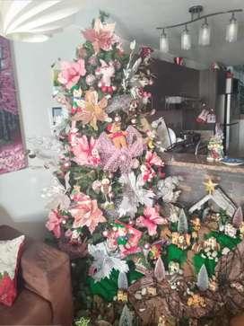 Árbol de Navidad 2.40 mt en perfecto estado con caja.