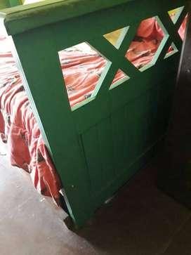 Vendo cama de pino laqueada de una plaza