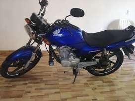 Honda CB125e muy buen estado